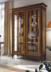 Klasikiniai svetaines baldai Vitrinos art 00VE08 Vitrina