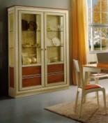 Klasikiniai svetaines baldai Vitrinos art 2016 Vitrina