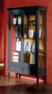 Klasikiniai svetaines baldai Vitrinos art 803 Vitrina