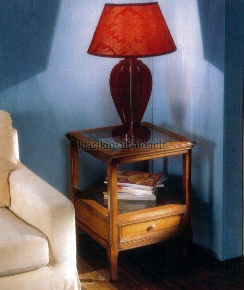 Klasikinio stiliaus interjeras art 714 Staliukas