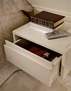 Sendinti klasikiniai baldai art 3233/A Spintelė